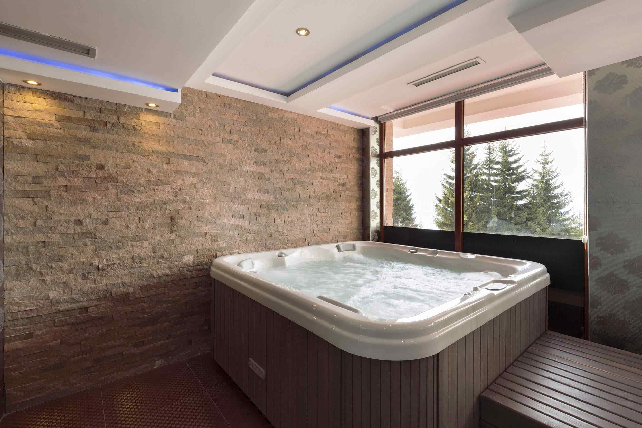 Large Jacuzzi Room